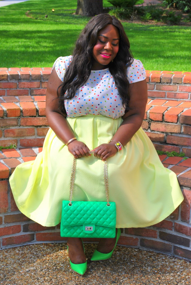 Musings of a Curvy Lady, Plus Size Fashion, Fashion Blogger, Cool Gal Blue, Thamarr Collection, Colorful Polka Dotted Top, Quilted Bag, Women's Fashion