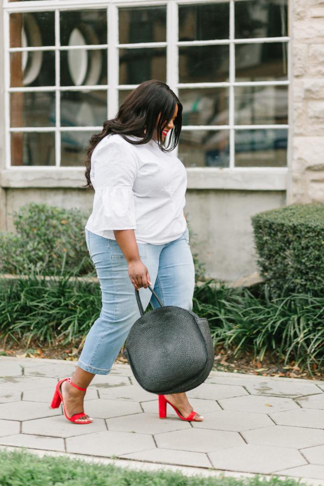 Musings of a Curvy Lady, Plus Size Fashion, Fashion Blogger, Wide Leg Cropped Jeans, EV1 by Ellen DeGeneres, Walmart, Walmart Fashion, Spring Fashion, Straw Circle Bag, Steve Madden Carrson Sandal, Women's Fashion, Casual Outfit Idea, Time and Tru Walmart