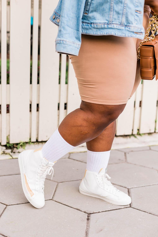 Plus Size Model wearing Biker Shorts, How to Style Biker Shorts, Plus Size Biker Shorts Outfit, Plus Size Casual Outfit, Casual Summertime Outfit, Amazon The Drop, Amazon Fashion, Affordable Fashion Idea, Vacation Outfit, Casual Vacation Outfit, Bottega Veneta Dupe, Levi's Trucker Jacket, Retro Nike, '77 Vintage Nike